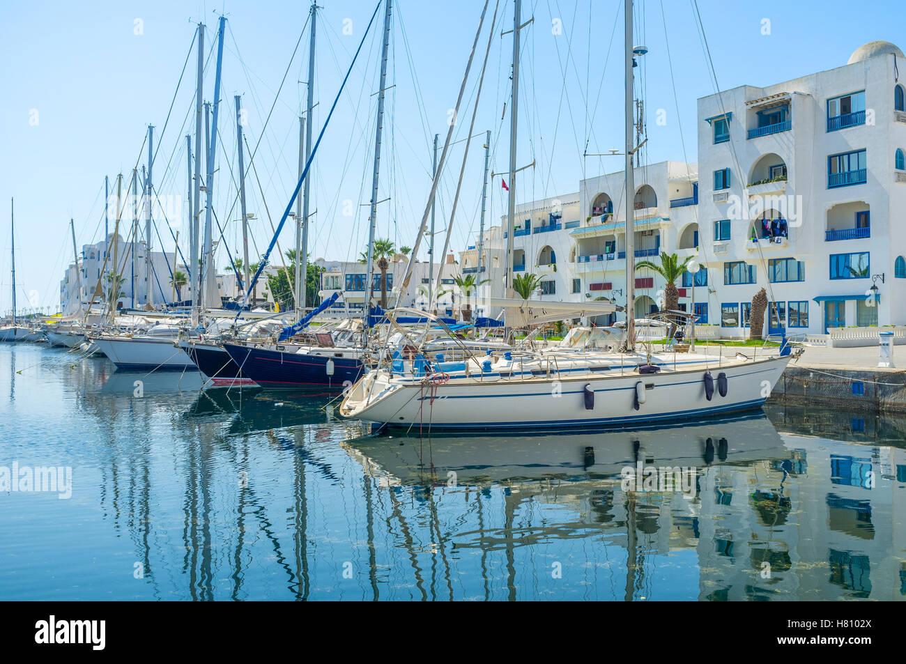 Los hermosos yates espere para los viajes, Monastir, Túnez. Imagen De Stock