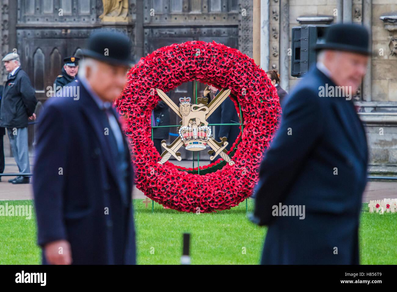 Londres, Reino Unido. 10 Nov, 2016. Una guirnalda gigante en representación del Ejército - el Duque de Imagen De Stock