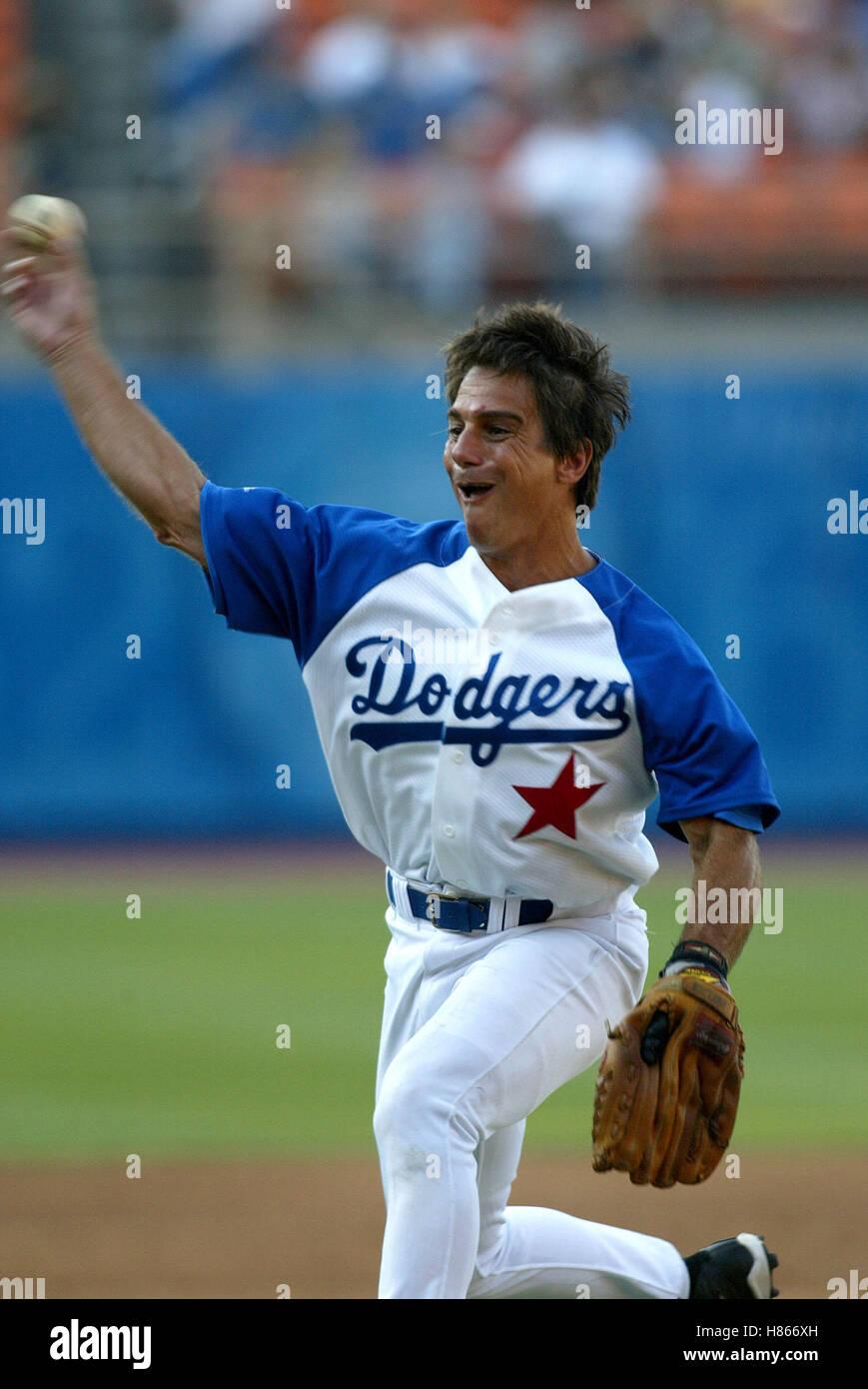 TONY DANZA HOLLYWOOD STARS BASEBALL JUEGO Dodger Stadium LOS ÁNGELES, Estados Unidos el 09 de agosto de 2002 Imagen De Stock