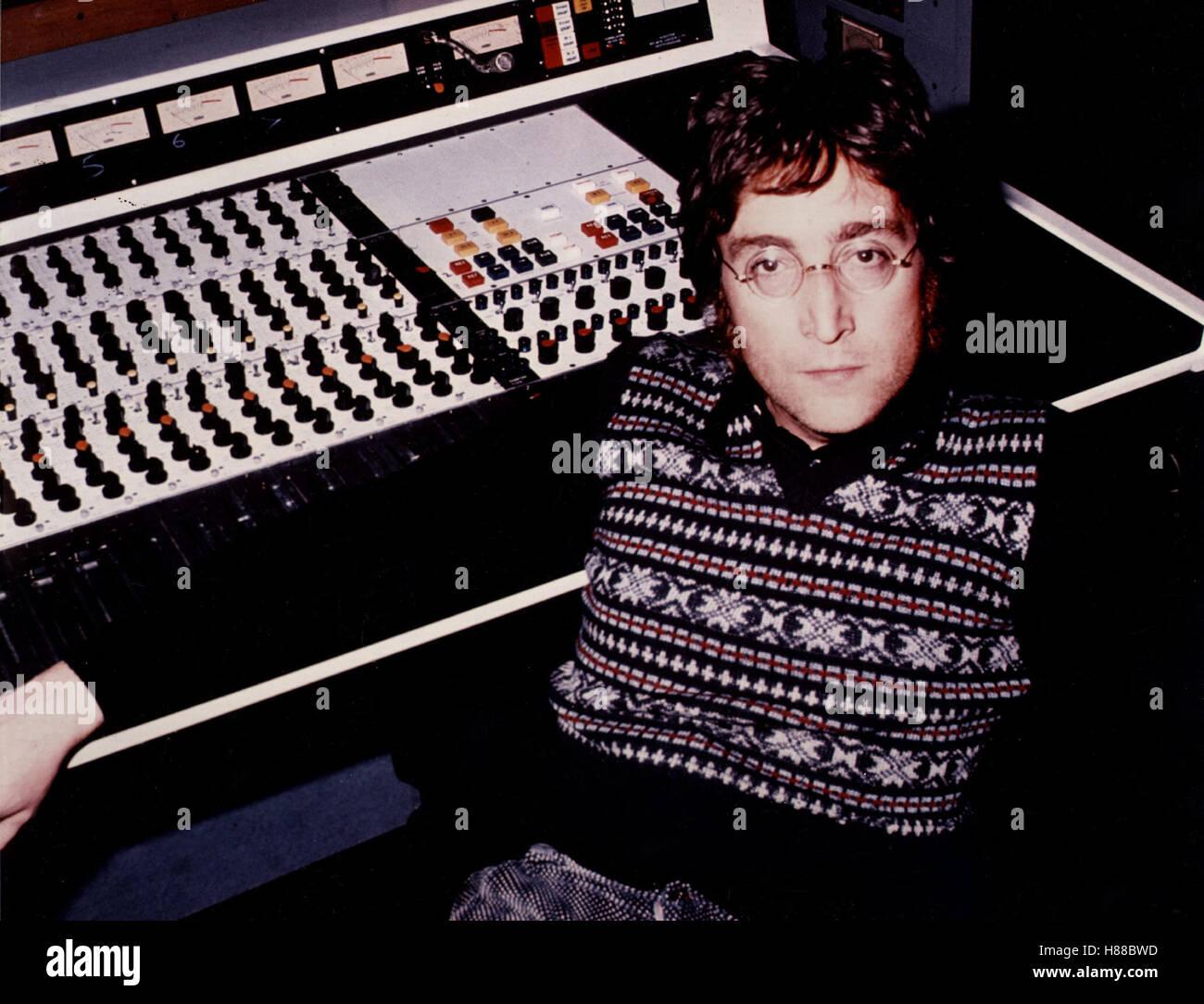 Imagine: John Lennon, (Imagine: JOHN LENNON) USA 1988, Regie: Andrew Solt, JOHN LENNON, Mischpult Stichwort: Foto de stock