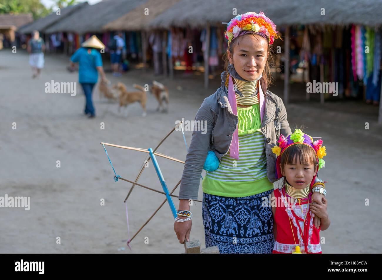 Karen cuello largo de personas en el norte de Tailandia Foto de stock