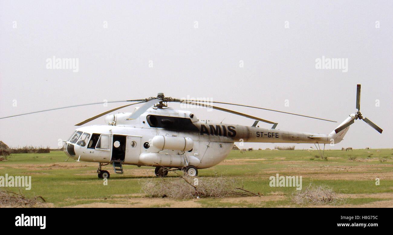 """El 31 de agosto de 2005 un Mil Mi-17 """"hip"""" helicóptero operado por la AMIS en Bir Meza, cerca de Kutum, en el norte Foto de stock"""