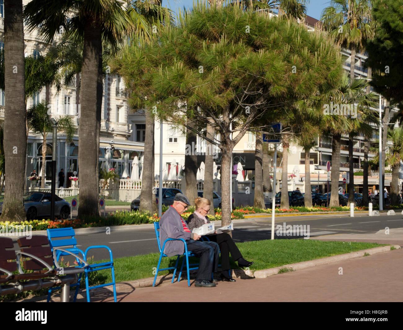 Frankreich, Cote d Azur, Cannes, Flaniermeile Bulevar de la Croisette Foto de stock