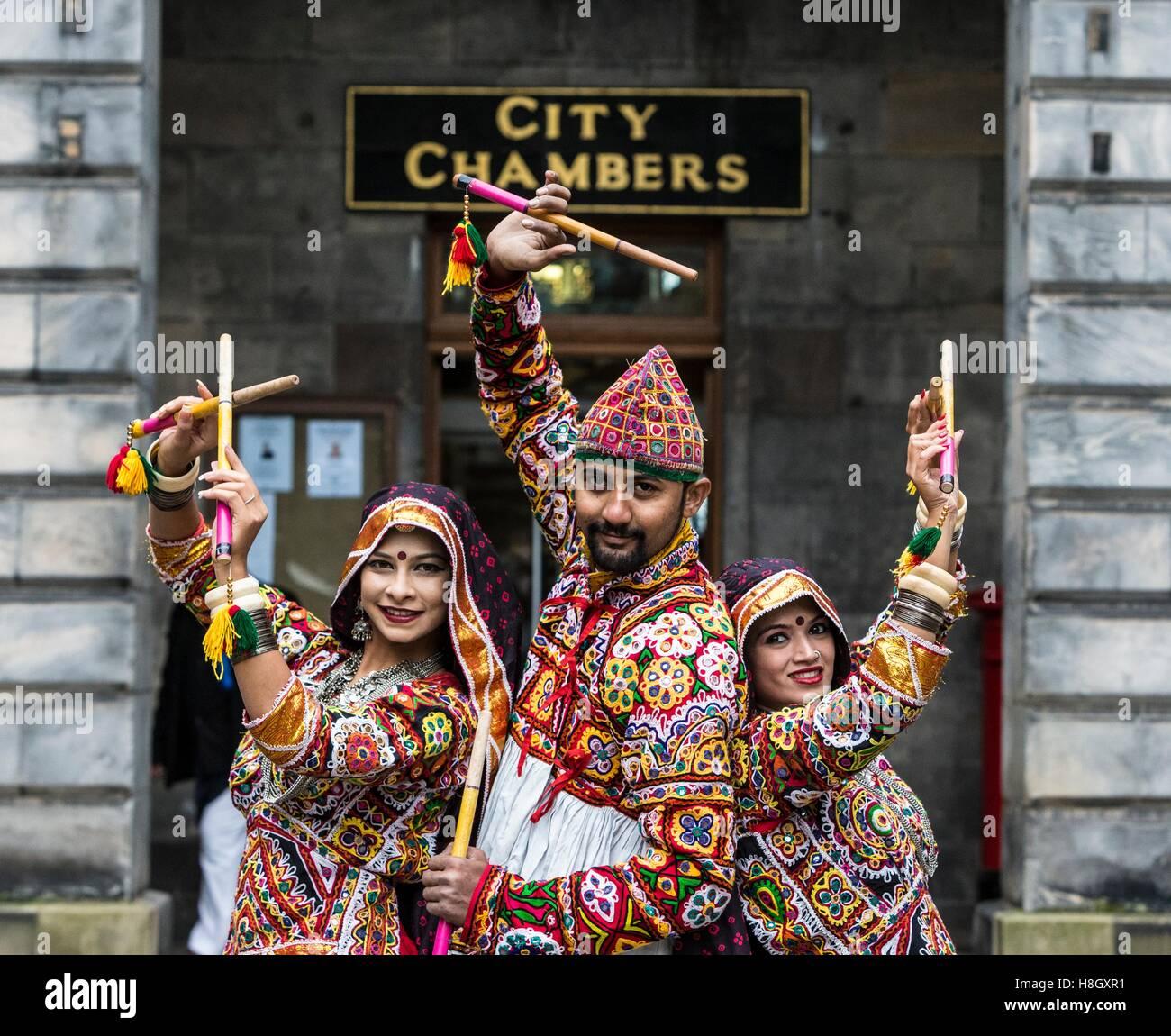Edimburgo, Reino Unido. 13 Nov, 2016. El Edinburgh Diwali celebración culmina en una procesión desde la Imagen De Stock