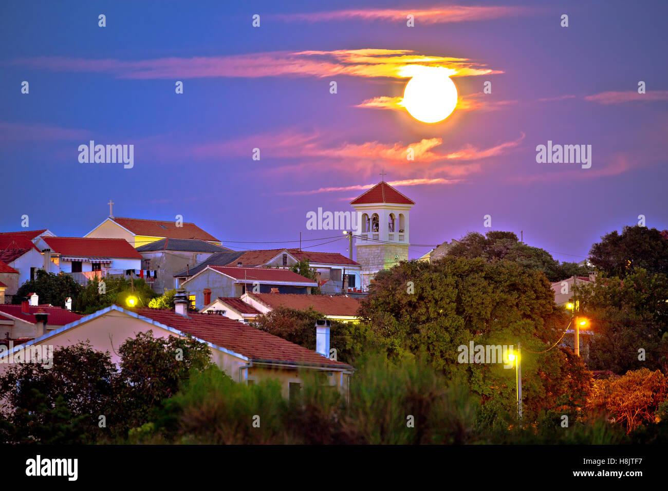 Zadar Bokanjac suburbio vista nocturna, Dalmacia, Croacia Foto de stock