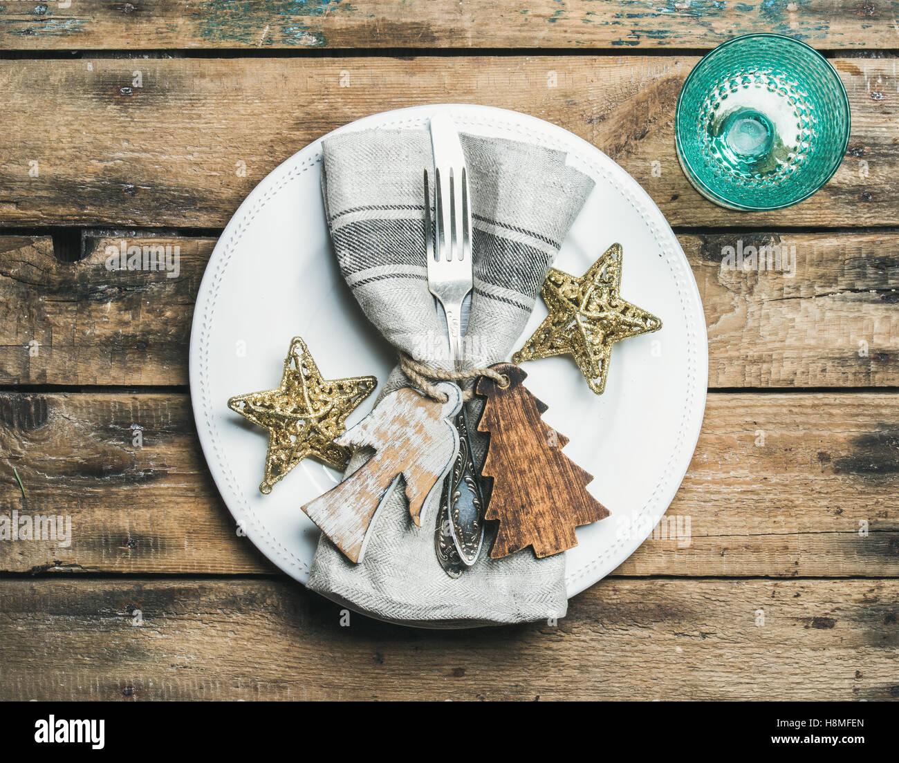 Navidad, fiesta de Año Nuevo ajuste de la tabla sobre fondo de madera Imagen De Stock