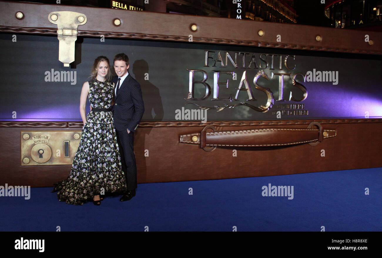 Eddie Redmayne y su esposa Hannah Bagshawe llegan al preestreno de la película 'bestias fantásticas Imagen De Stock