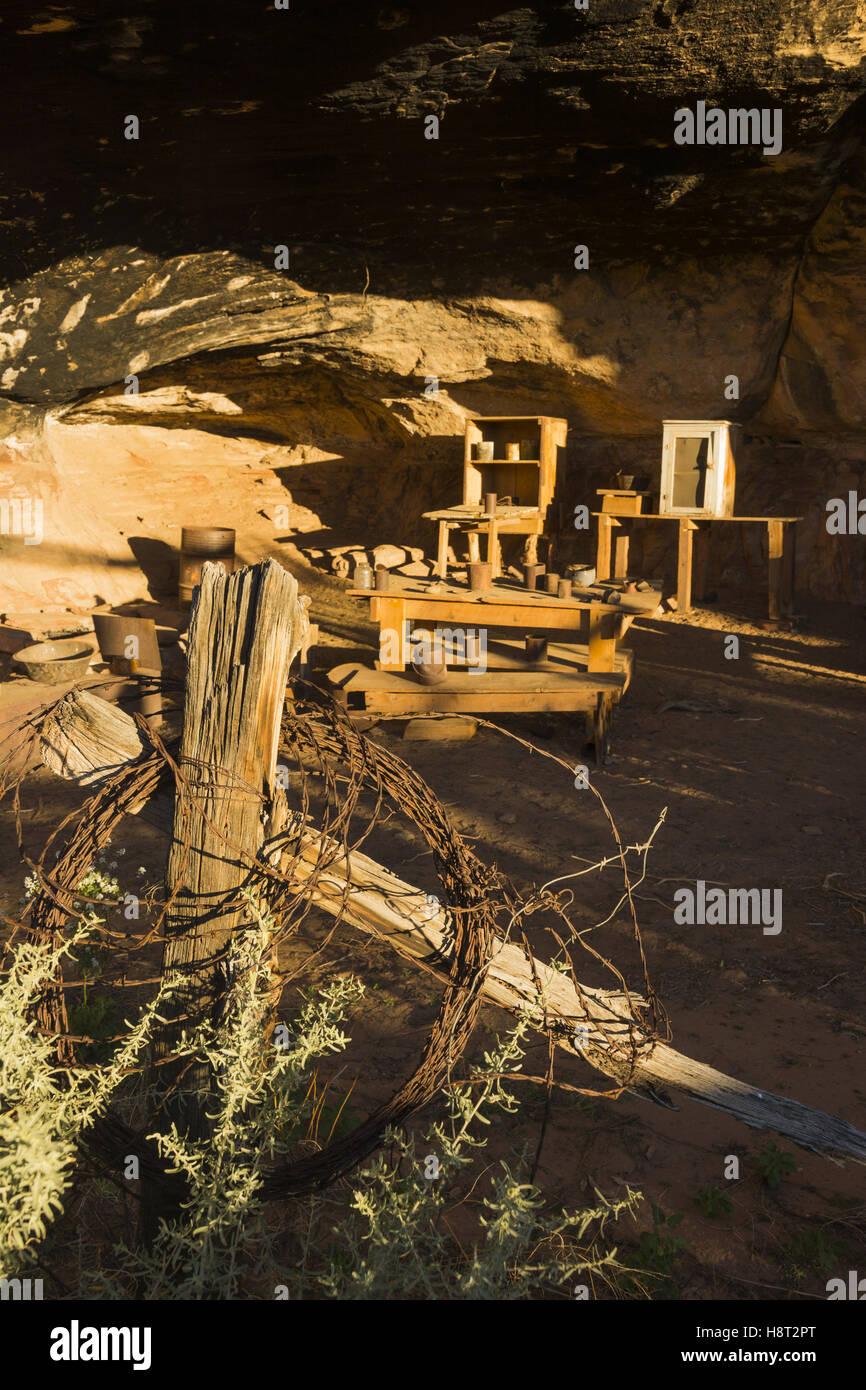 Utah Canyonlands National Park, el distrito de las agujas, la cueva de primavera Cowboy Camp Foto de stock