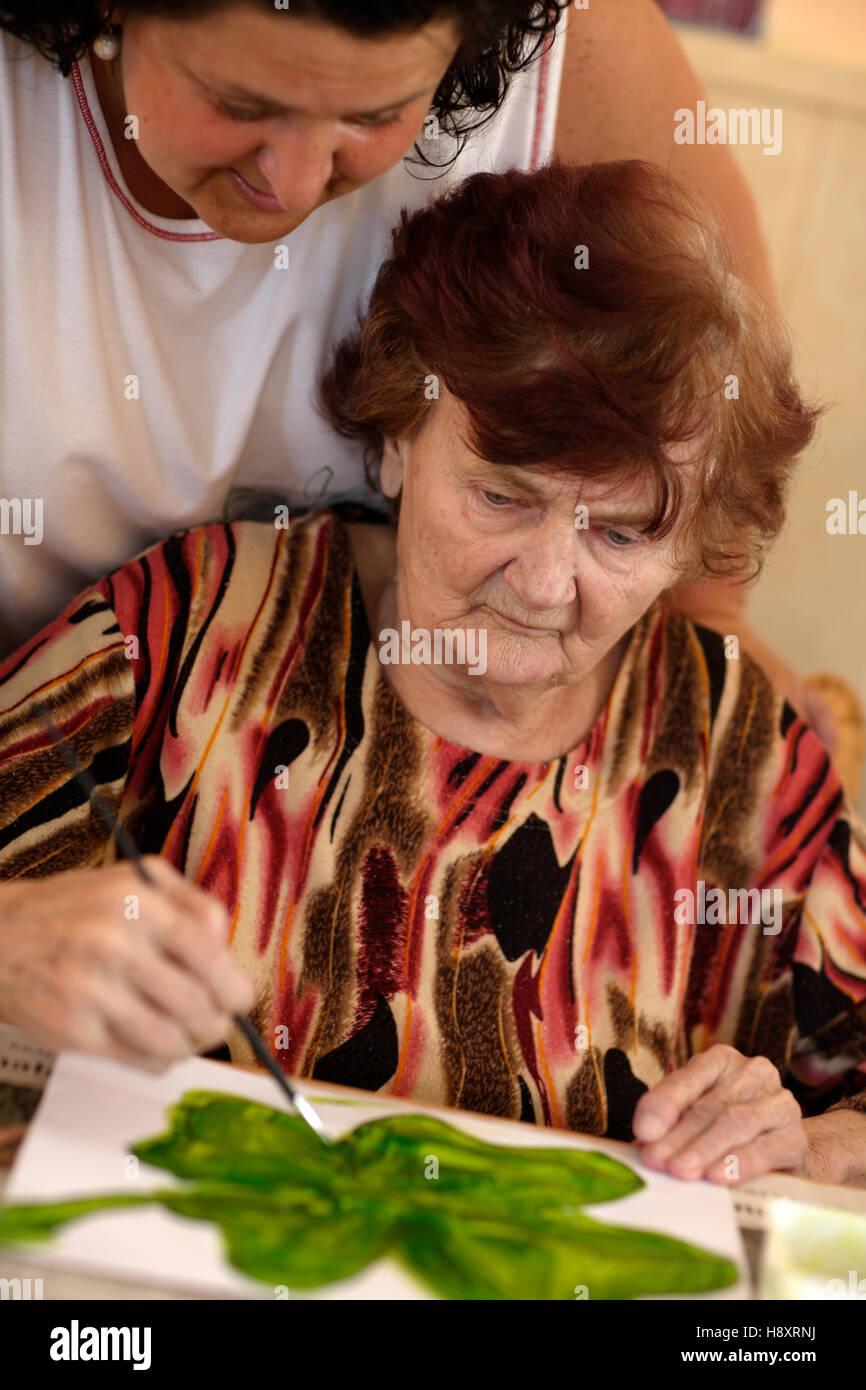 Anciana, terapia ocupacional, enfermería home Imagen De Stock