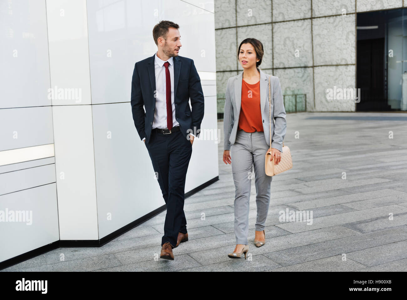 Gente de negocios Partner caminando hablando concepto Imagen De Stock