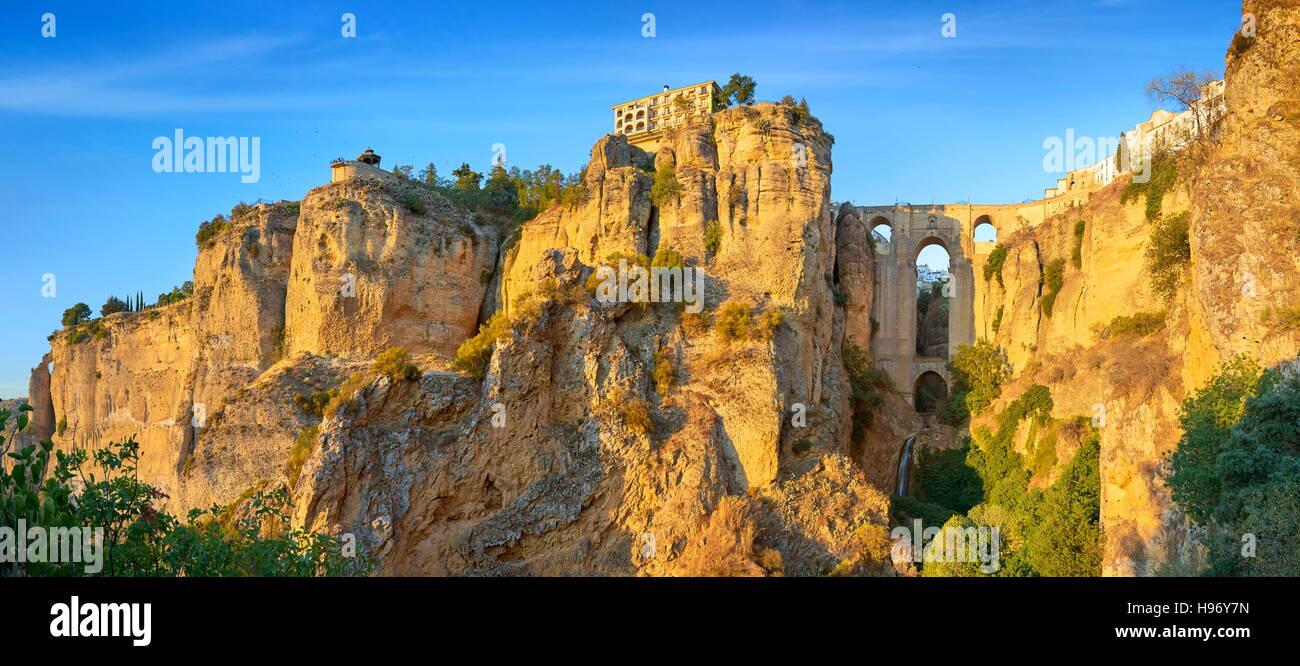 Ronda - Tajo Gorge Canyon, Puente Nuevo Puente, Andalucía, España Imagen De Stock