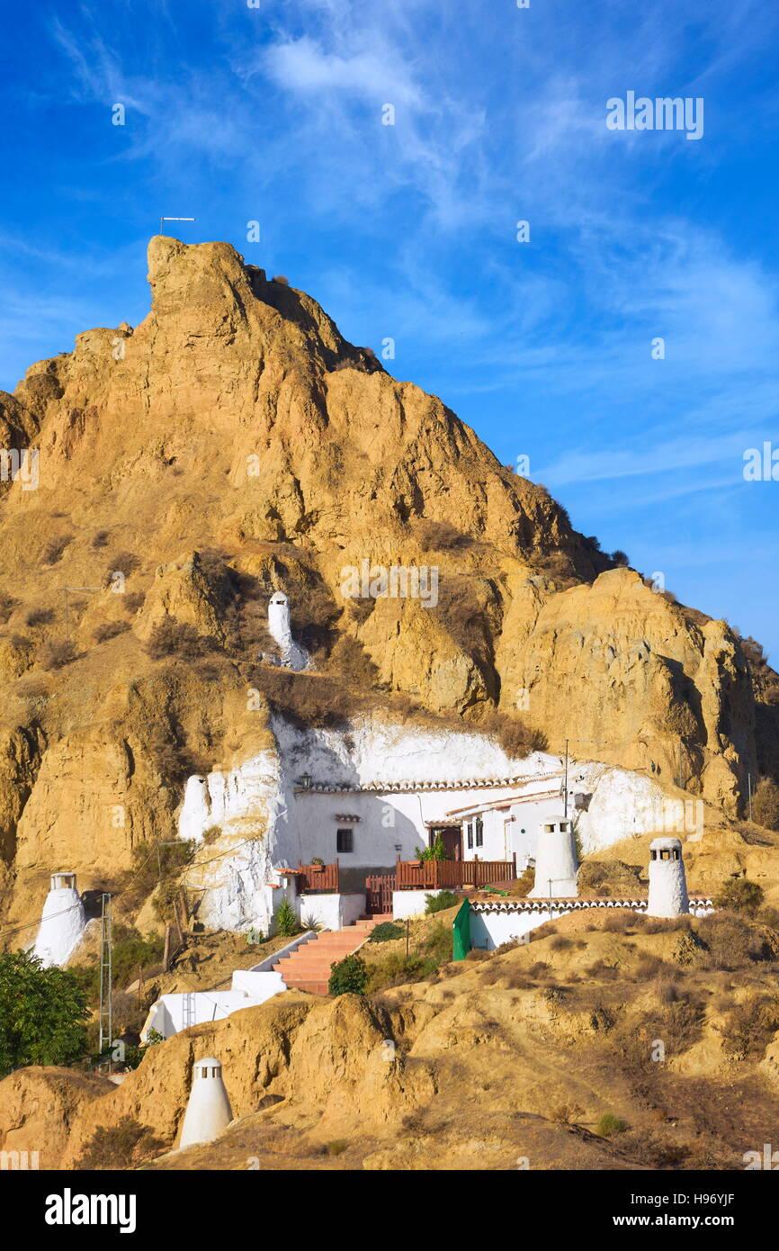 Antiguas cuevas trogloditas, Guadix, Andalucía, España. Imagen De Stock