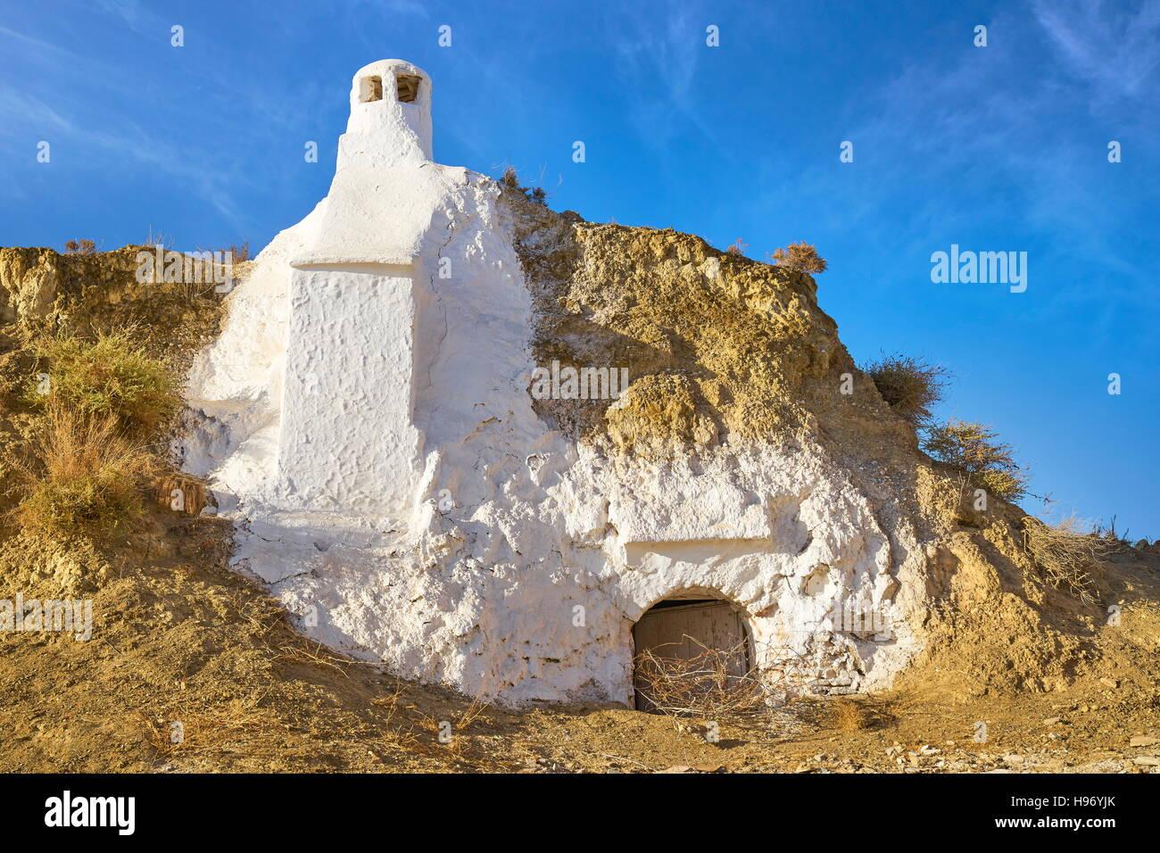 Antiguas cuevas trogloditas, garaje,casas de Guadix, Andalucía, España. Foto de stock
