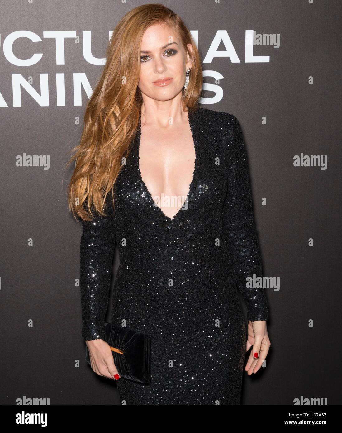 La Ciudad de Nueva York, EE.UU. - Noviembre 17, 2016: La actriz Isla Fisher asiste al 'animales nocturnos' Imagen De Stock