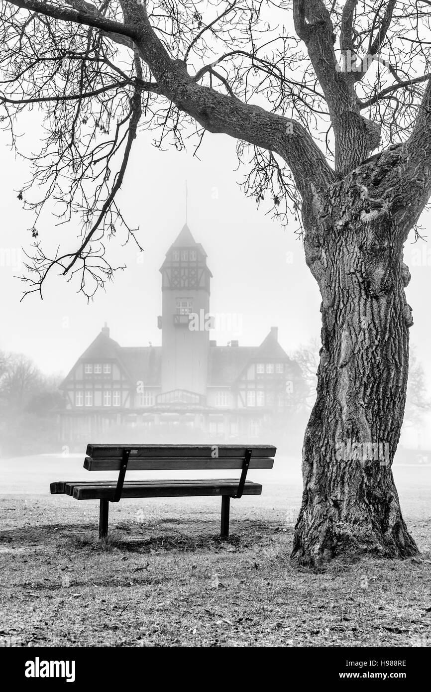 Assiniboine Park en niebla, Winnipeg, Manitoba, Canadá. Foto de stock