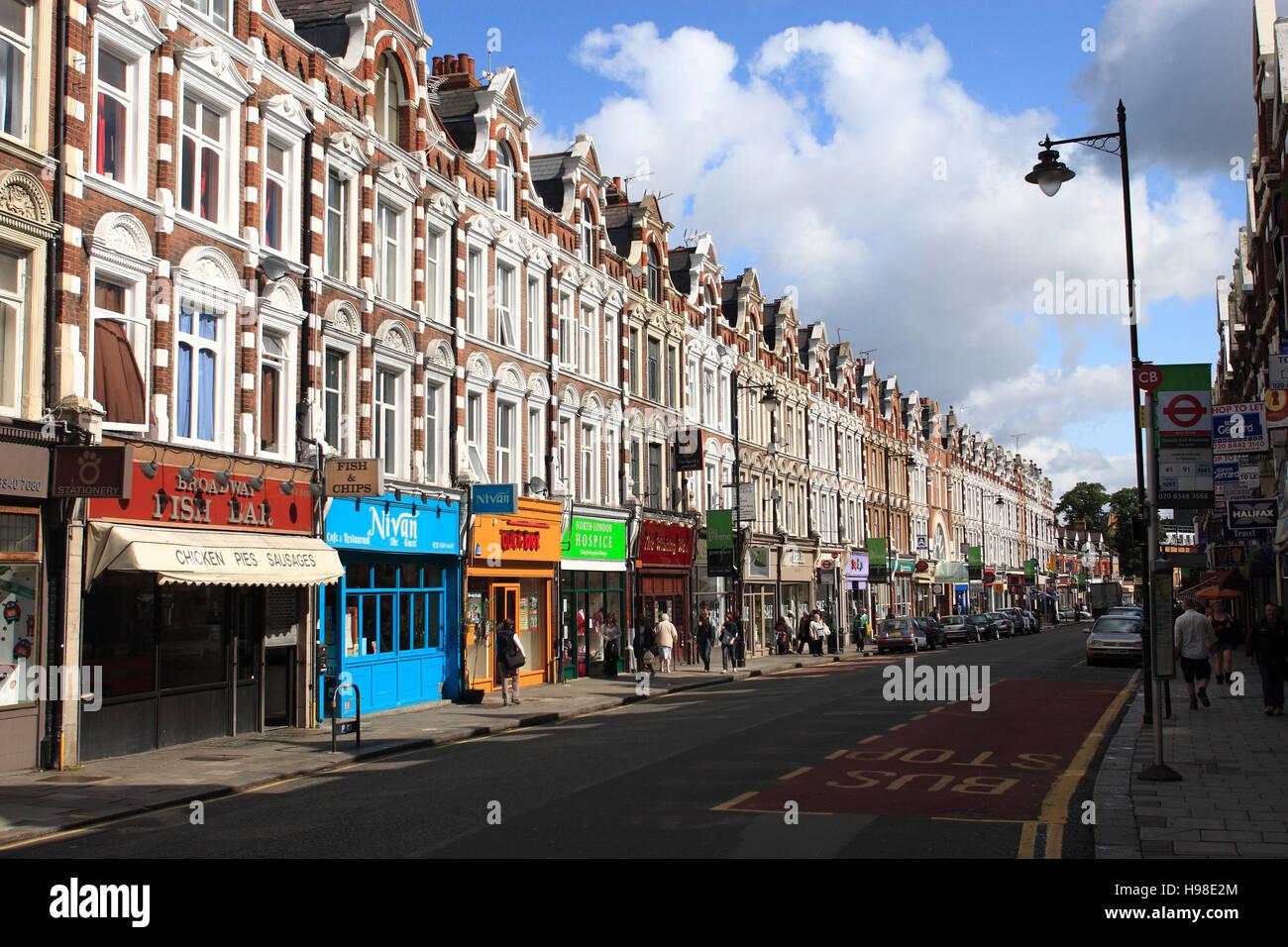 Crouch End, Topsfield Parade, luz del atardecer en una hilera de casas, en el norte de Londres, Londres, Reino Unido, Imagen De Stock