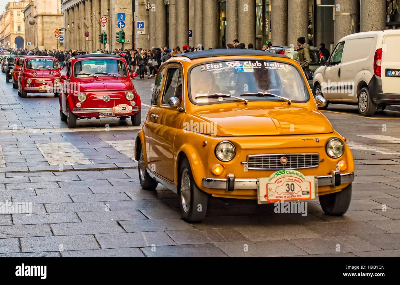 Italia Piamonte Turín Sábado, 19 de noviembre Rally Fiat 500 Imagen De Stock