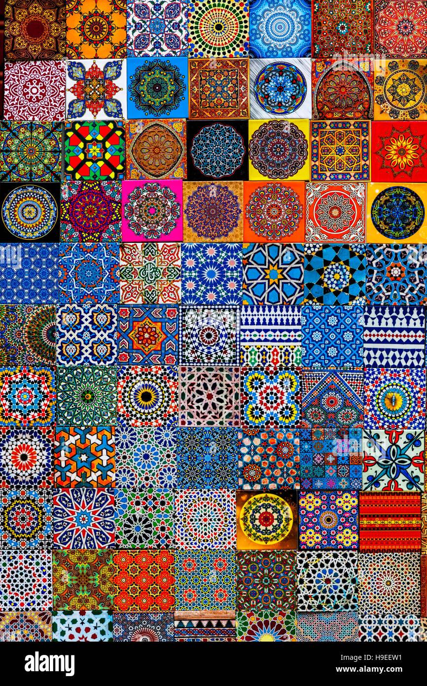 Colorido nevera imanes para la venta, Fez el Bali, Fez, Marruecos Foto de stock