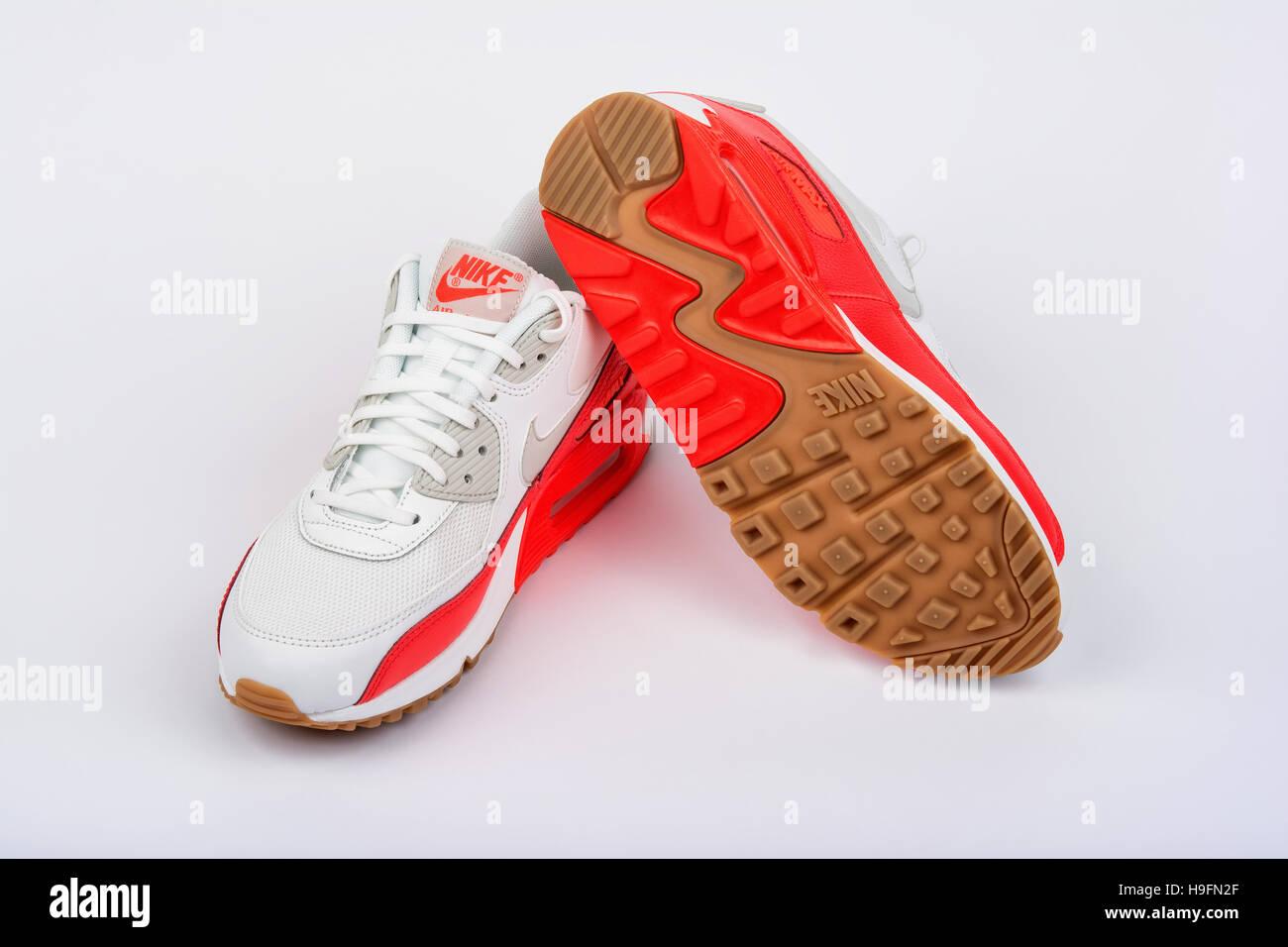 official photos 347a3 e76c9 BURGAS, BULGARIA - Agosto 29, 2016  Nike Air Max lady s - zapatos de