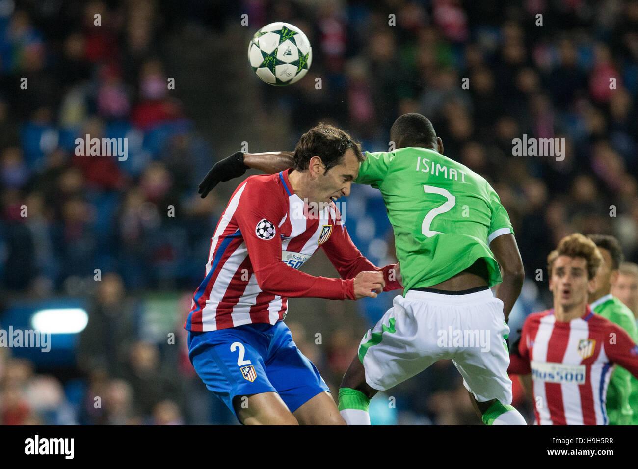 Atlético de Madrid el centrocampista portugués Tiago lamentándose durante el partido de Liga de Campeones Imagen De Stock