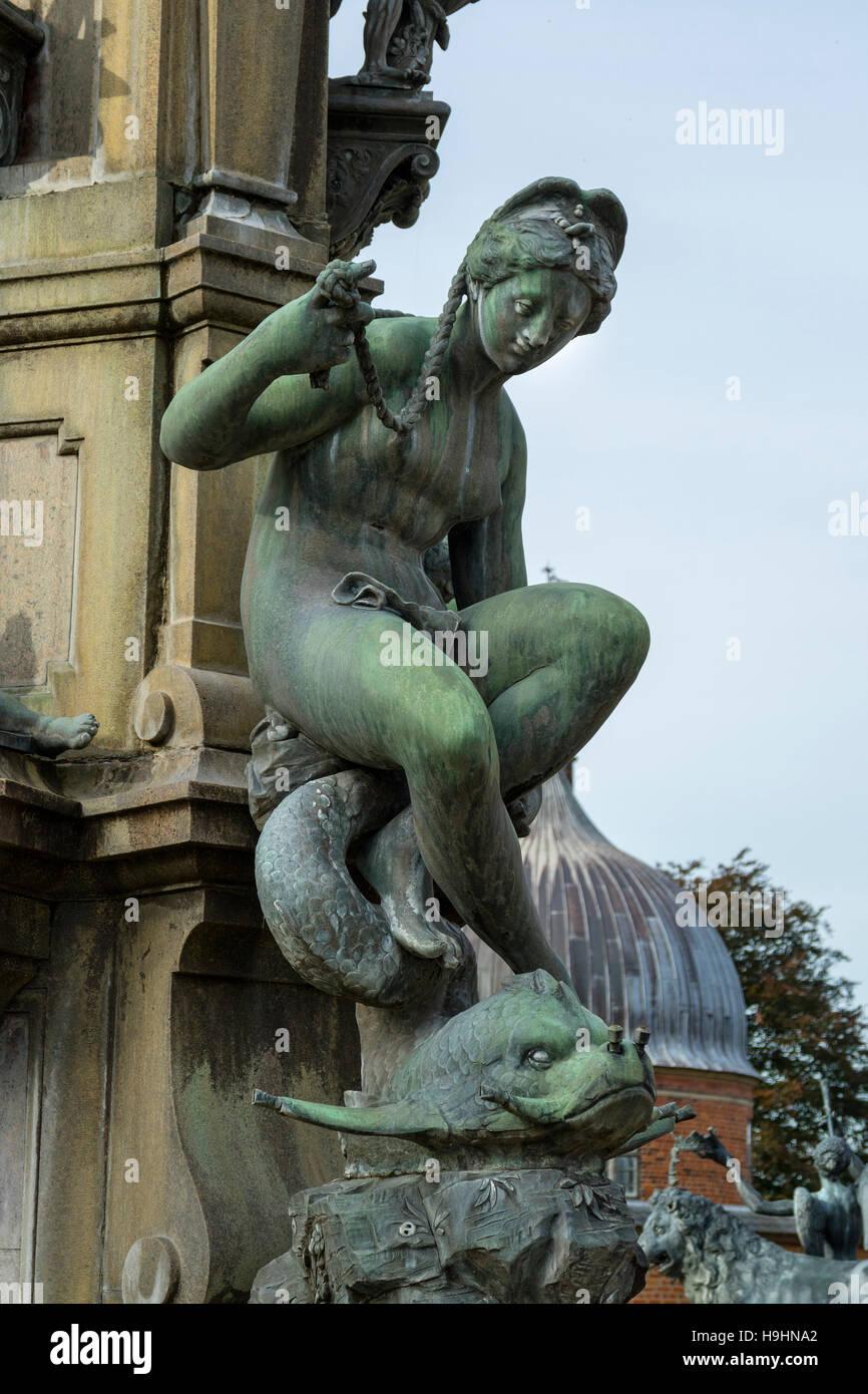 Detalle de la fuente de Neptuno, en el Castillo de Frederiksborg en Hillerod, Dinamarca Foto de stock
