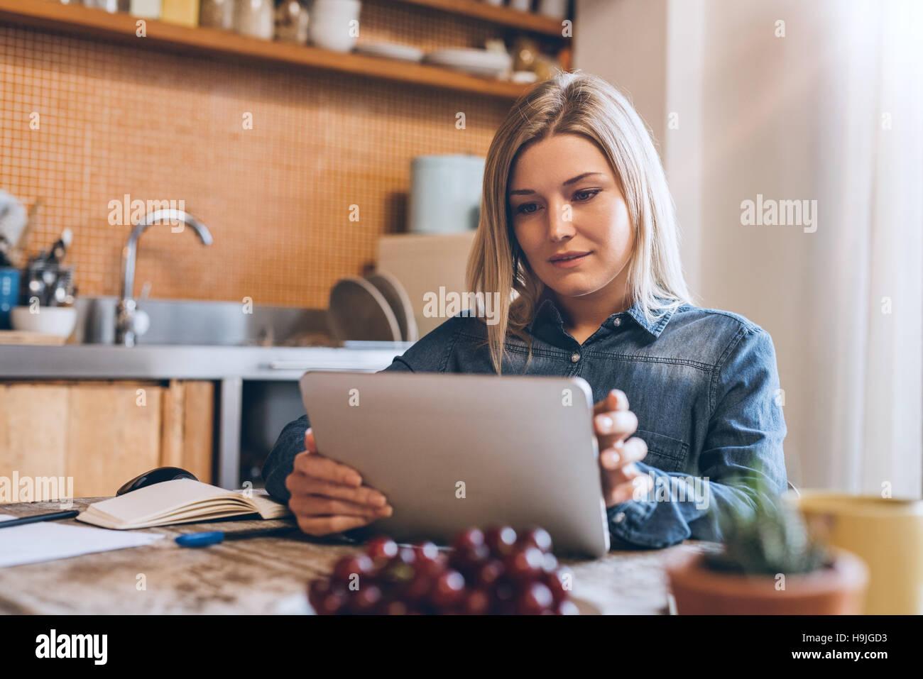 Online en cualquier lugar de su casa Imagen De Stock