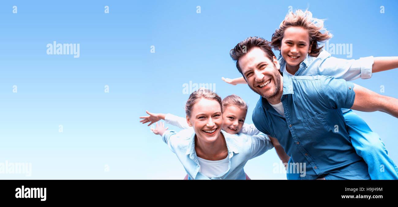 Felices los padres con sus hijos Imagen De Stock