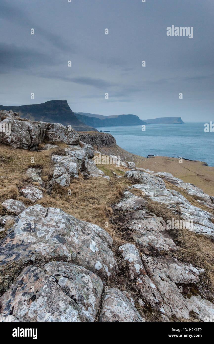 Moonen Bay cerca Neist Point en la Isla de Skye. Foto de stock