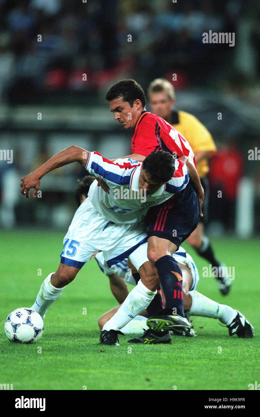 MIGUEL Benítez, Guillermo Amor España contra Paraguay el 20 de junio de 1998 Imagen De Stock