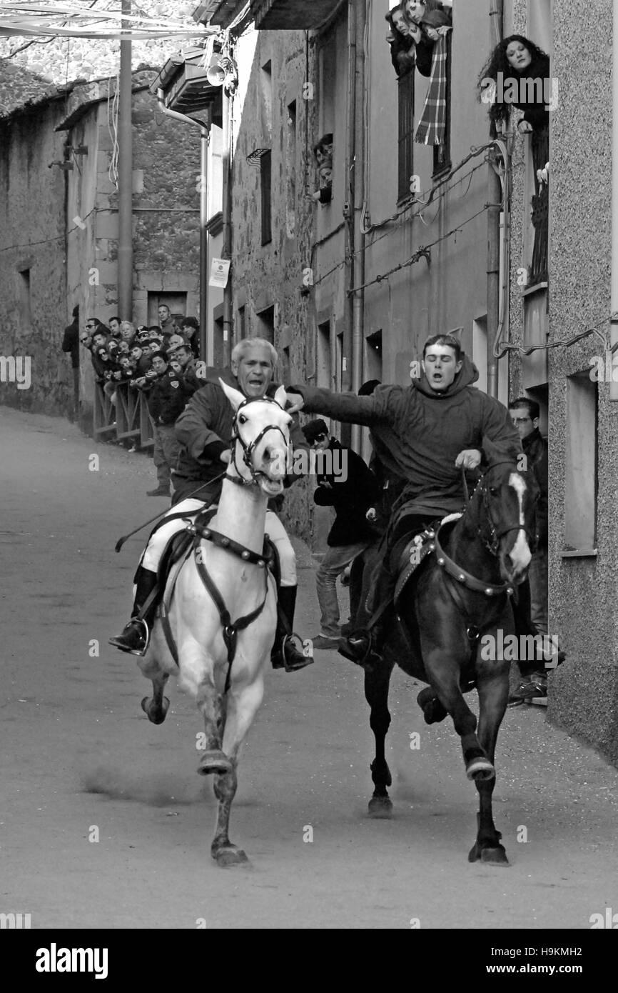 "Par ride temeraria carrera de caballos ""Carrela e Nanti', durante el carnaval en Santu Lussurgiu, Oristano, Cerdeña, Italia, Europa Foto de stock"