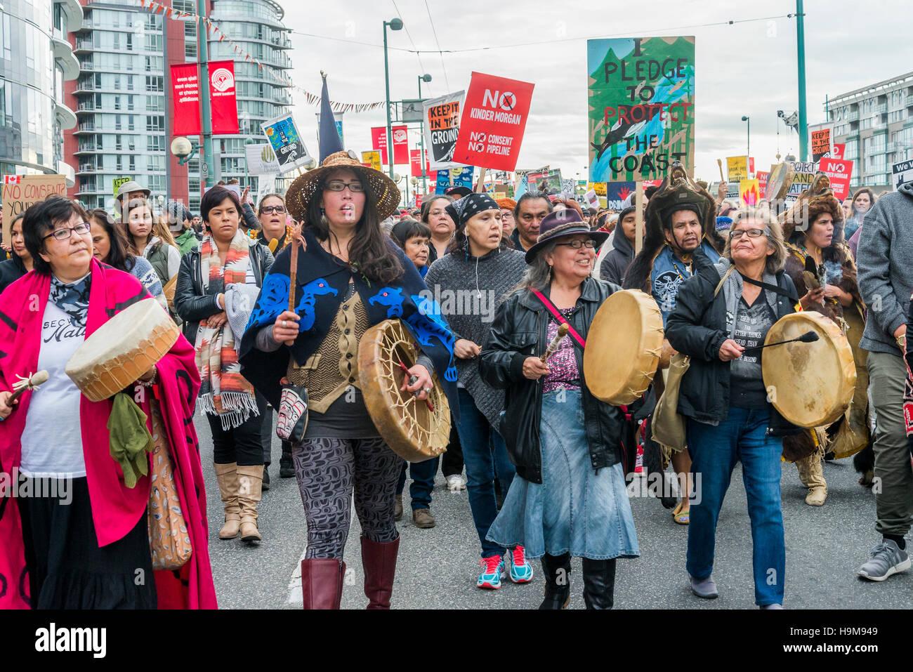 Anti Kinder Morgan Pipeline de protesta y marzo, Vancouver, British Columbia, Canadá. Imagen De Stock