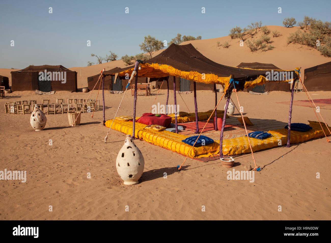 Camping en el desierto del Sahara Foto de stock