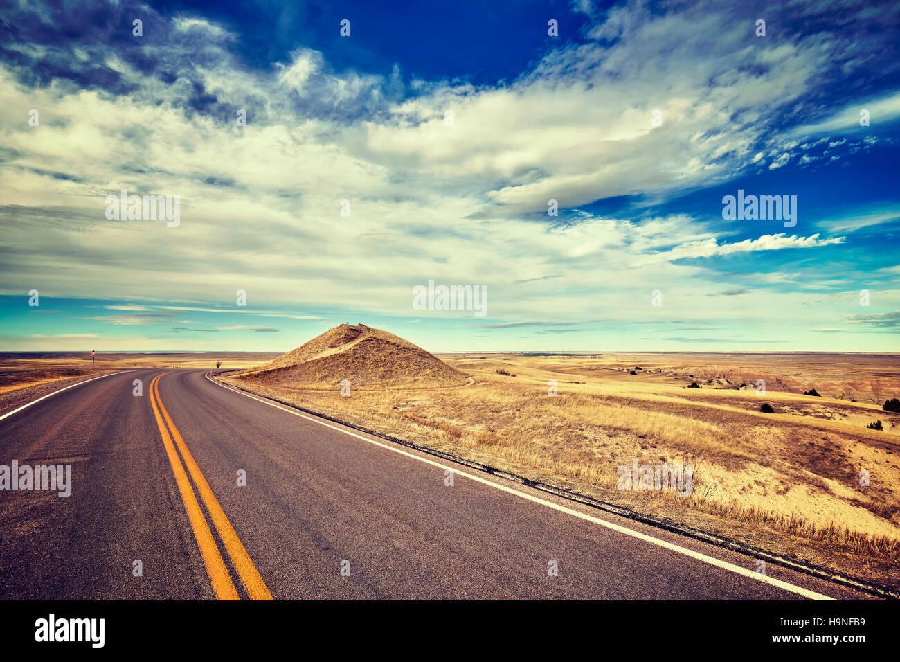 Vintage estilizado carretera vacía, concepto de viaje, USA. Imagen De Stock