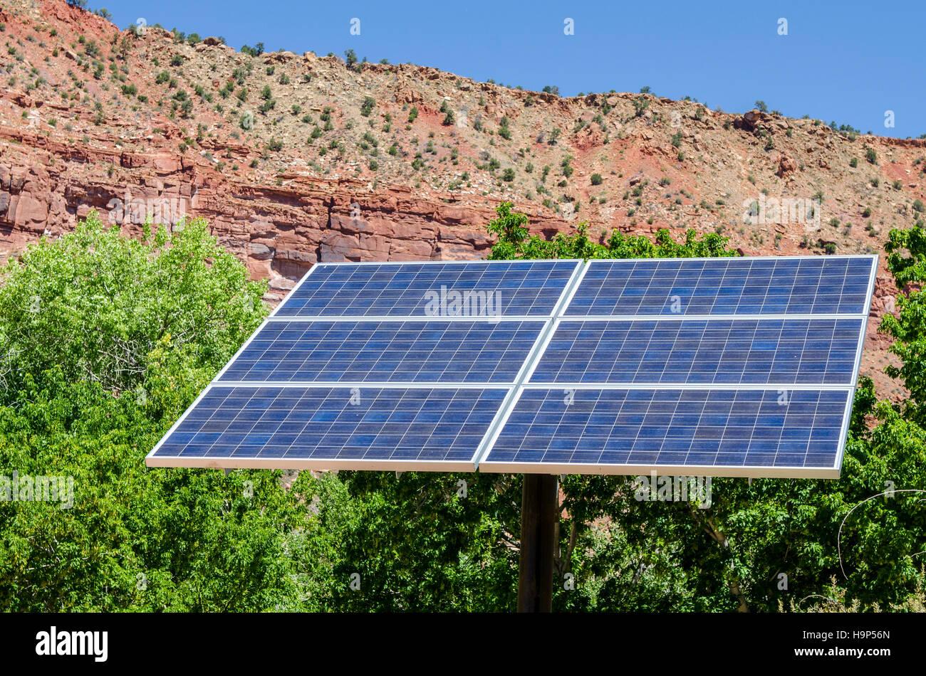 Los paneles solares, Springdale, el Parque Nacional de Zion, Utah, EE.UU.. Imagen De Stock