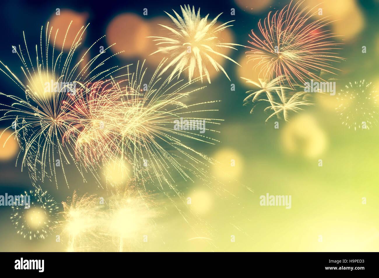 Fuegos artificiales en Año Nuevo y copiar el espacio abstracto - Fondo de vacaciones Foto de stock