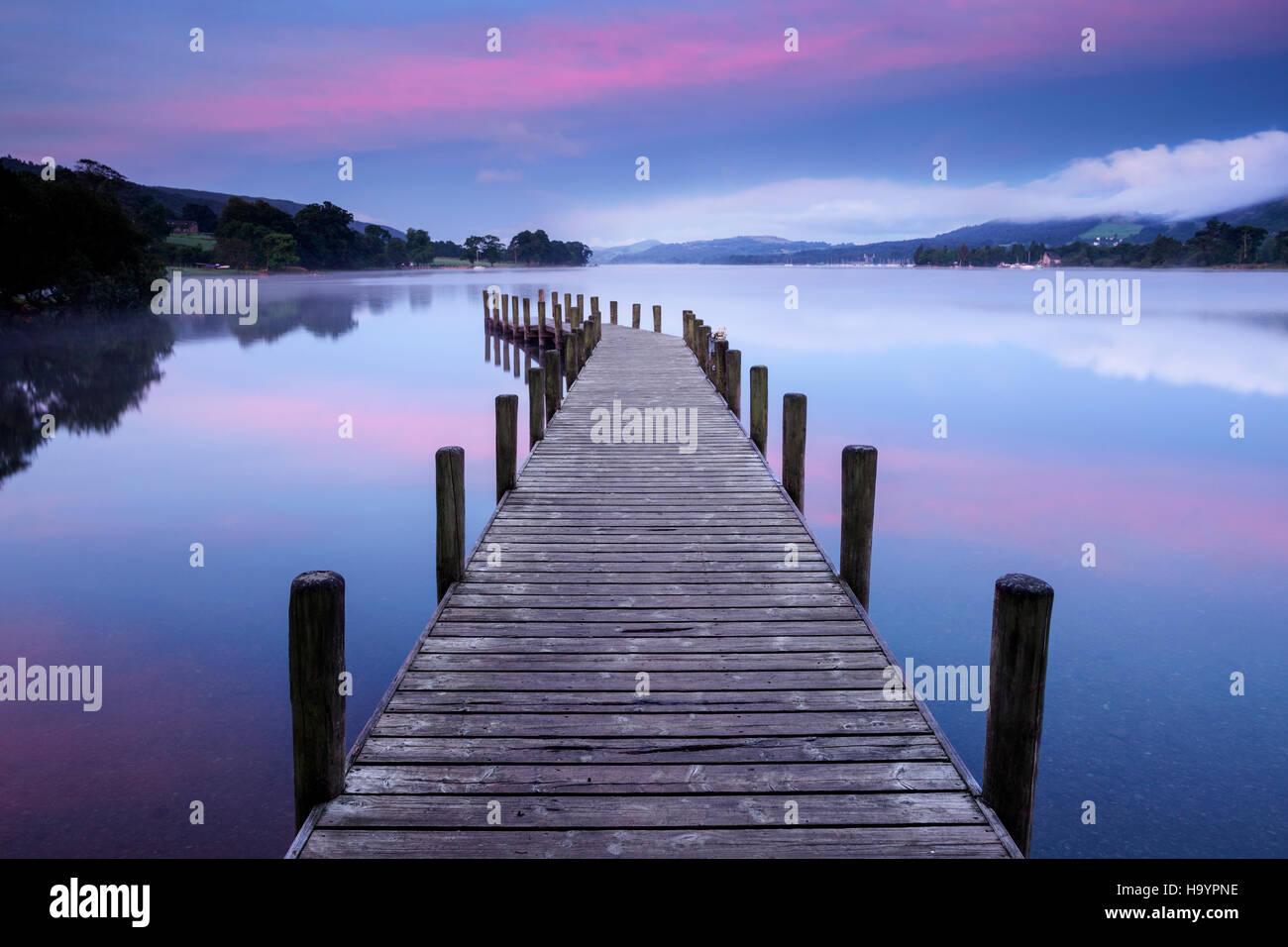 Amanecer en verano Coniston agua, Lake District, Cumbria Imagen De Stock