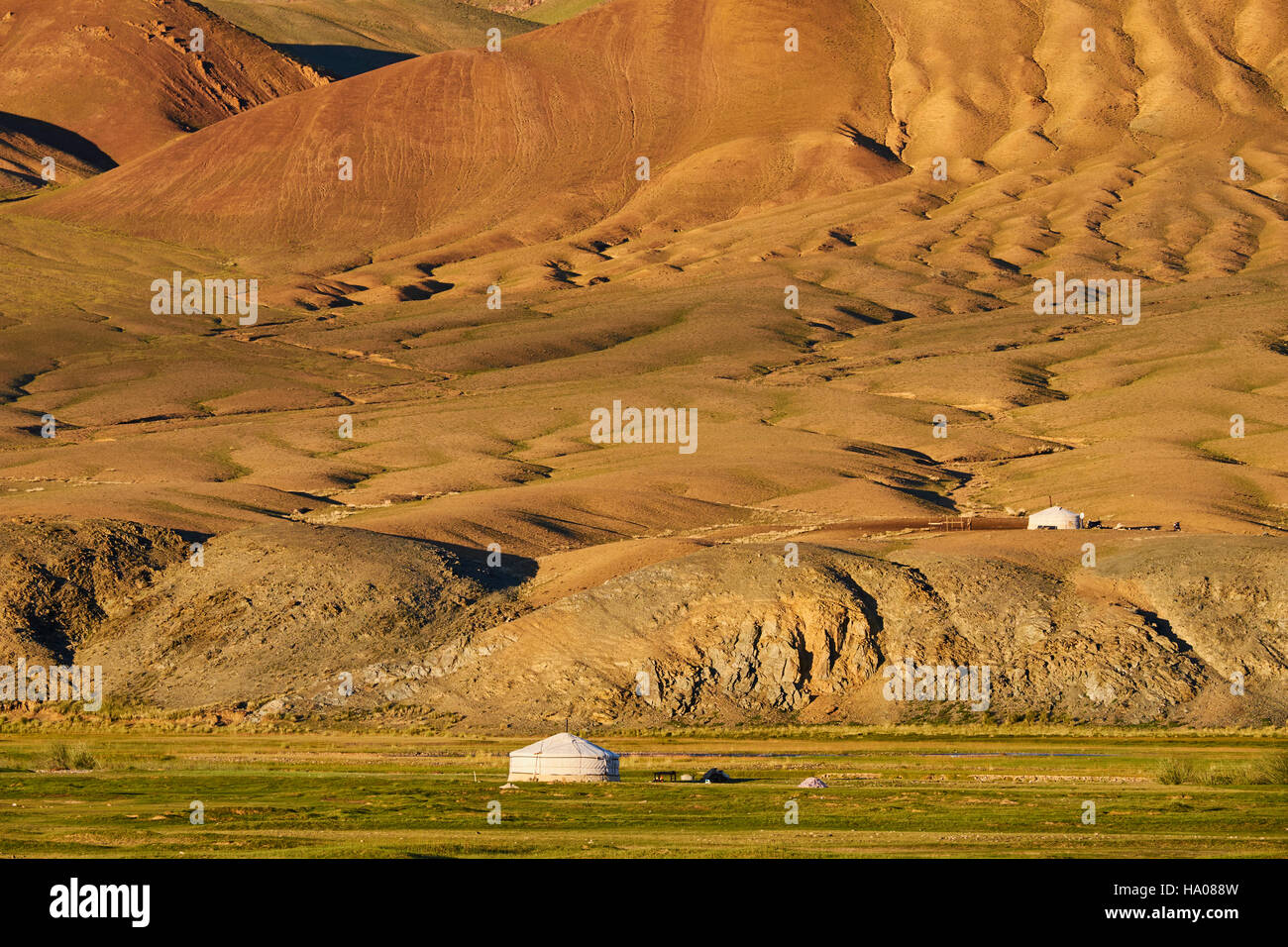 Mongolia, Bayan-Ulgii provincia, oeste de Mongolia, el color de las montañas de Altay, campamento nómada Imagen De Stock