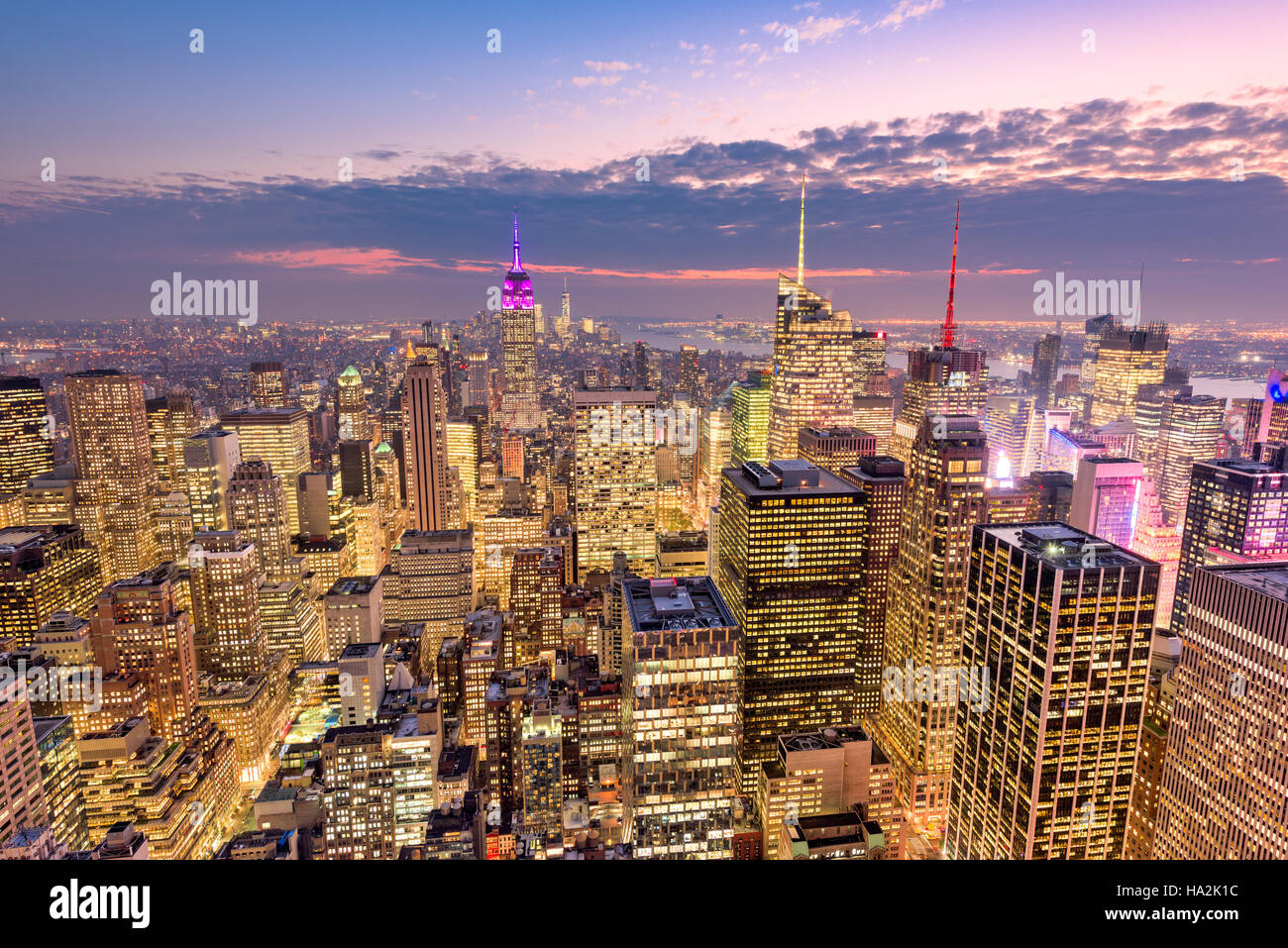 La Ciudad de Nueva York vistas del horizonte de la antena en el centro de Manhattan. Imagen De Stock