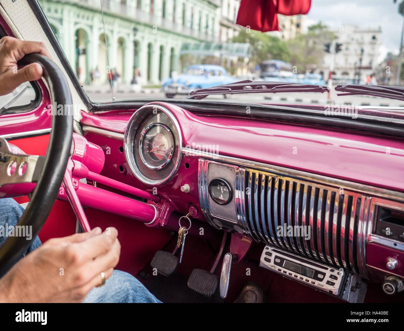 Oldtimer de taxi de ida y vuelta de La Habana Cuba Imagen De Stock