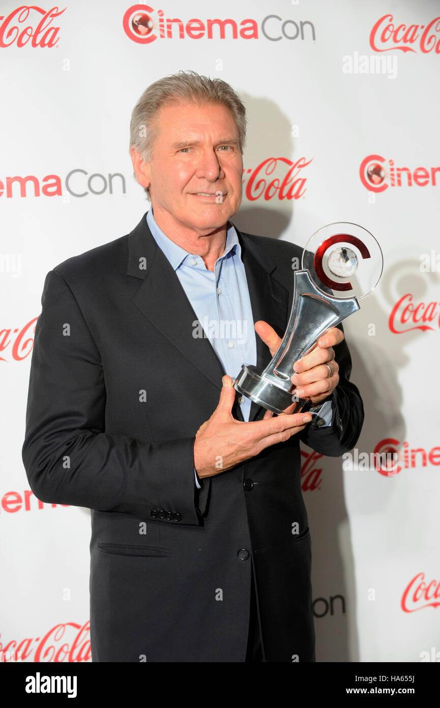 El actor Harrison Ford, quien recibió el Lifetime Achievement Award, llega a la ceremonia de entrega de premios Imagen De Stock
