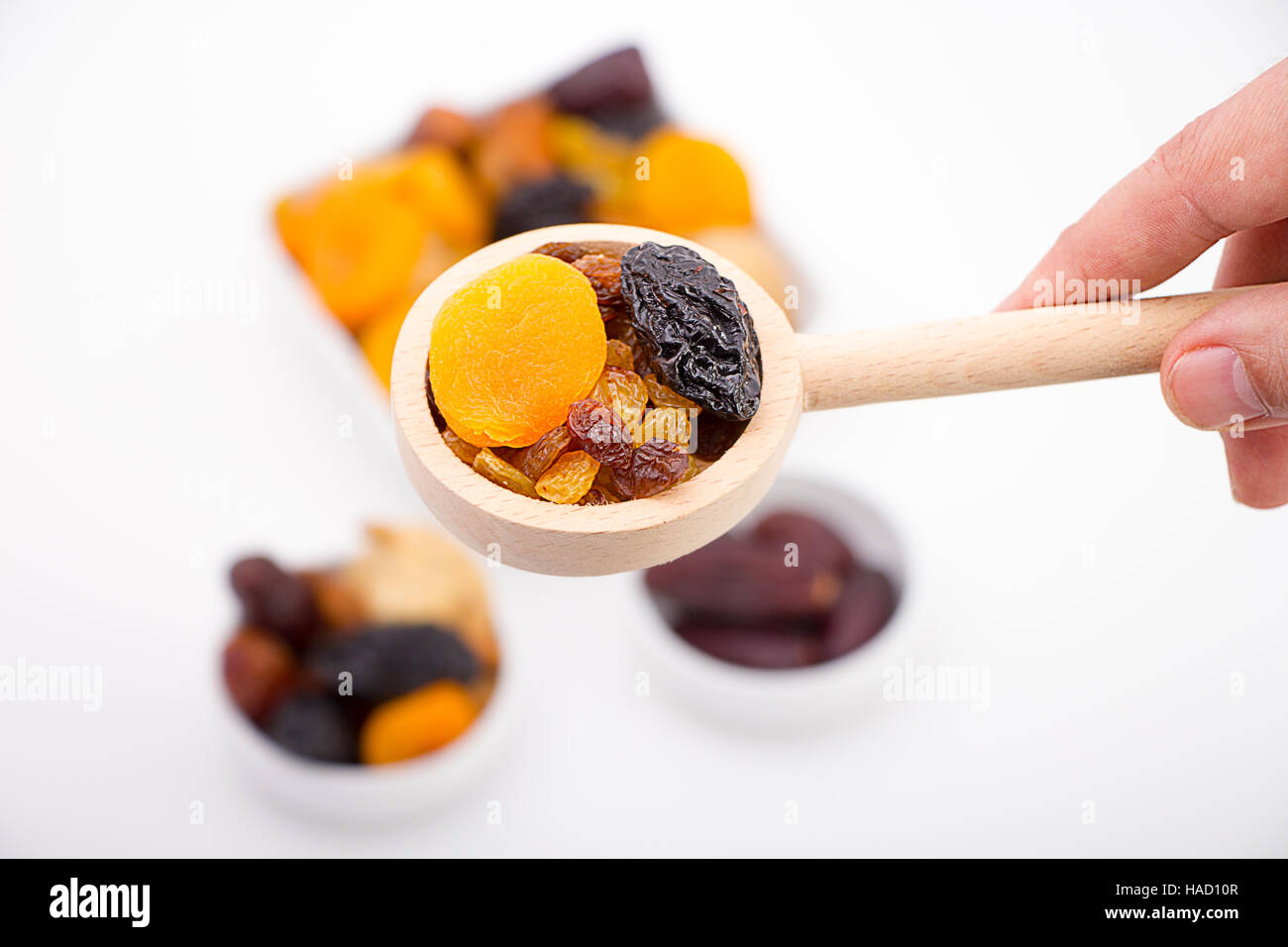 Recolección de frutos secos. Imagen De Stock