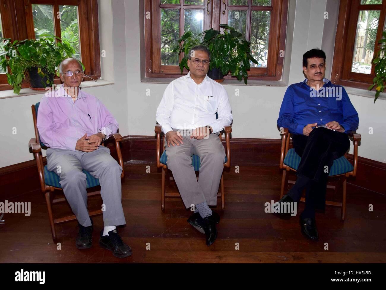 La oficina de la Asociación de bádminton de Maharashtra portadores Arun Lakhani Presidente y Pradeep Gandhe Imagen De Stock