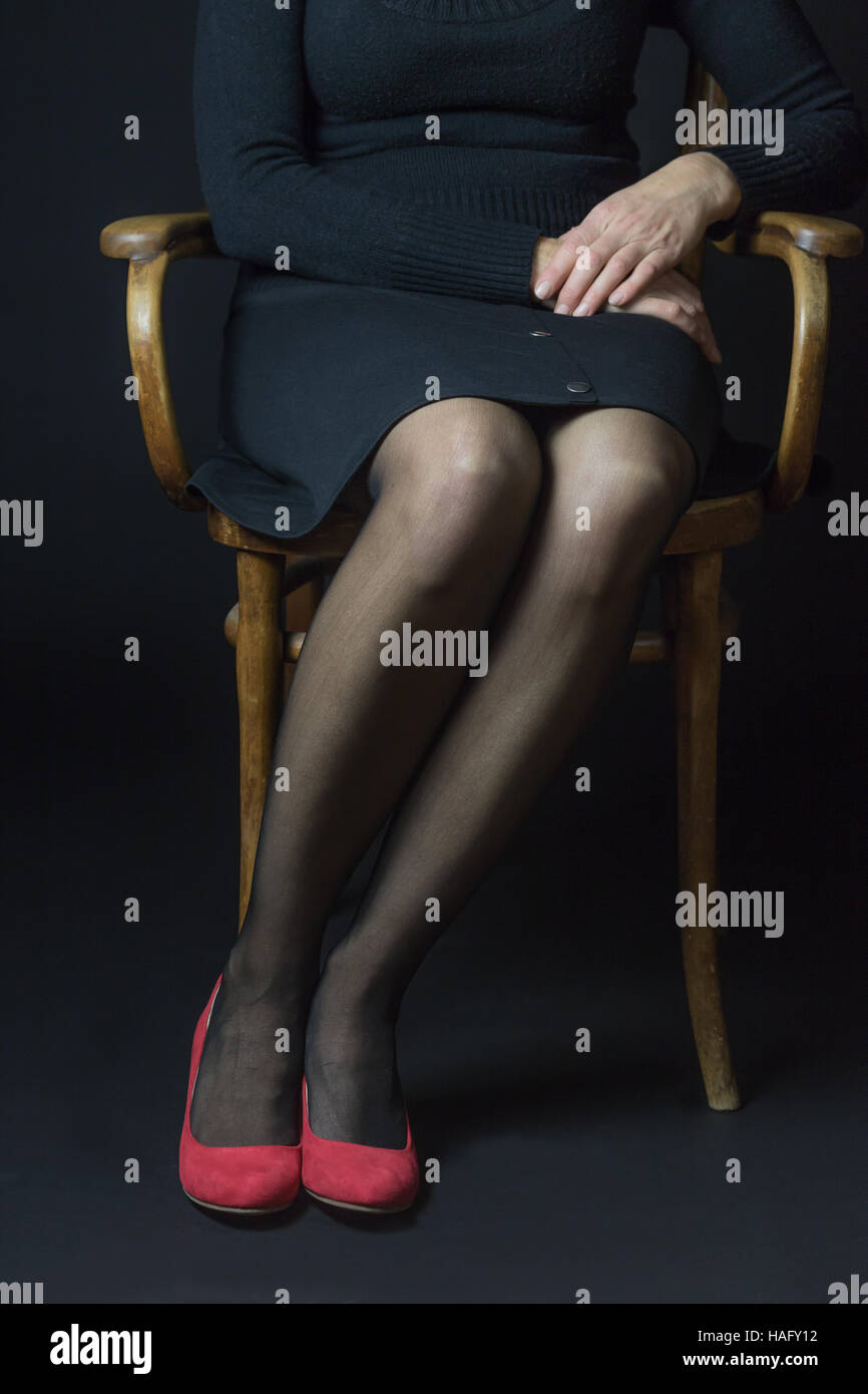 9b4c43afd Legs Woman In Black Stockings Imágenes De Stock & Legs Woman In ...