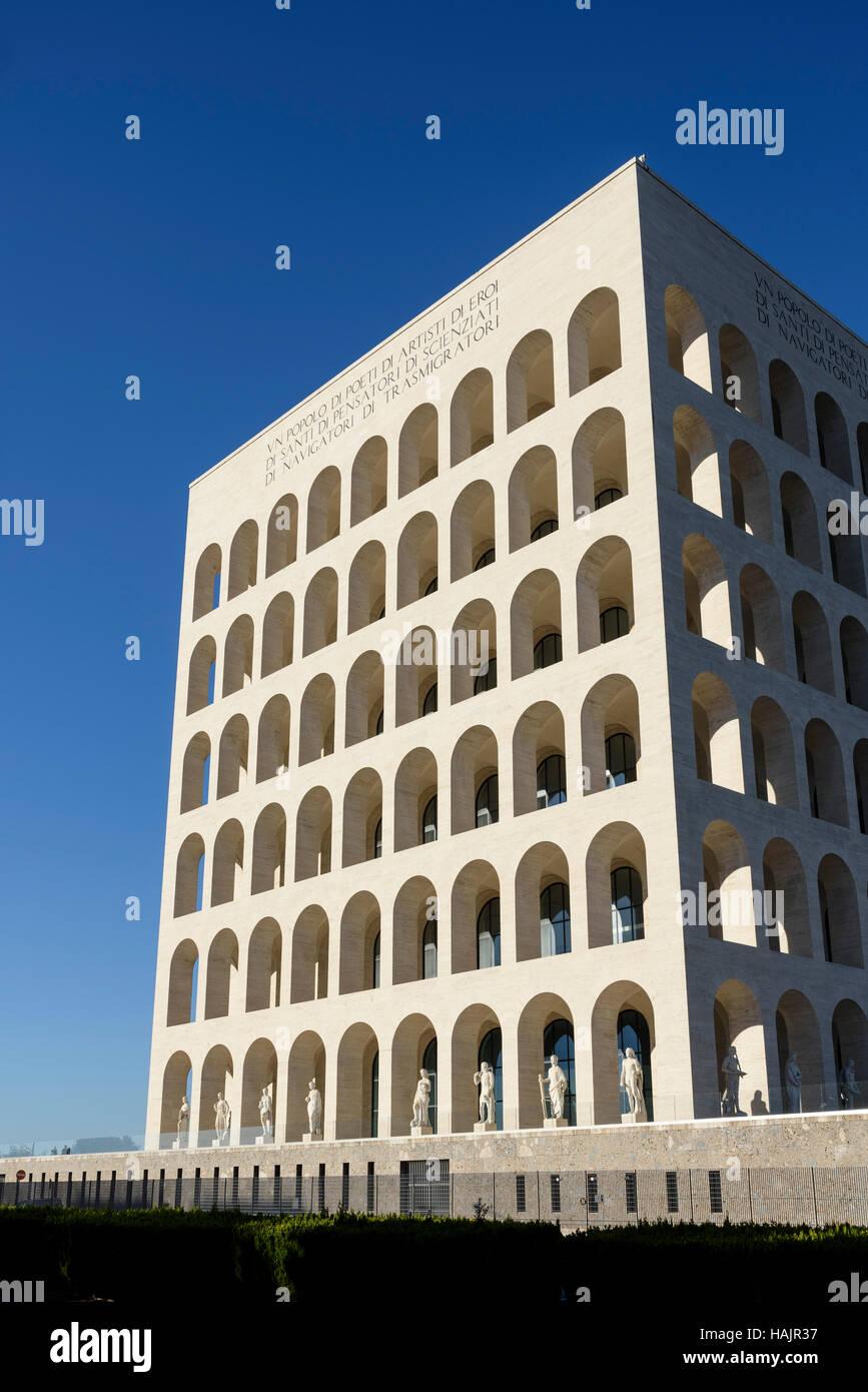 Roma. Italia. Fendi la Sede en el Palazzo della Civiltà Italiana. Imagen De Stock