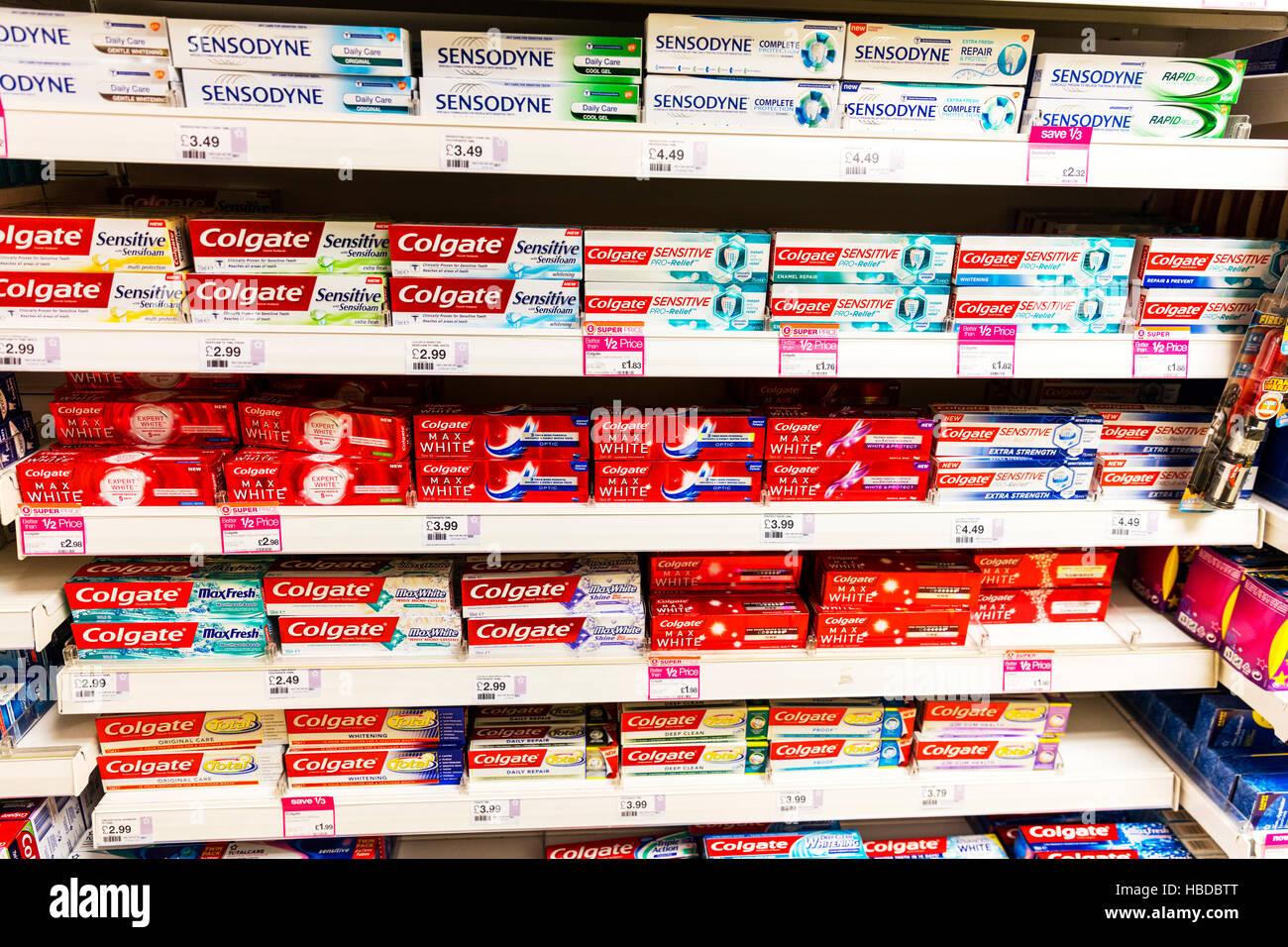 Toothpaste Colgate Imágenes De Stock   Toothpaste Colgate Fotos De ... 77031d24697d