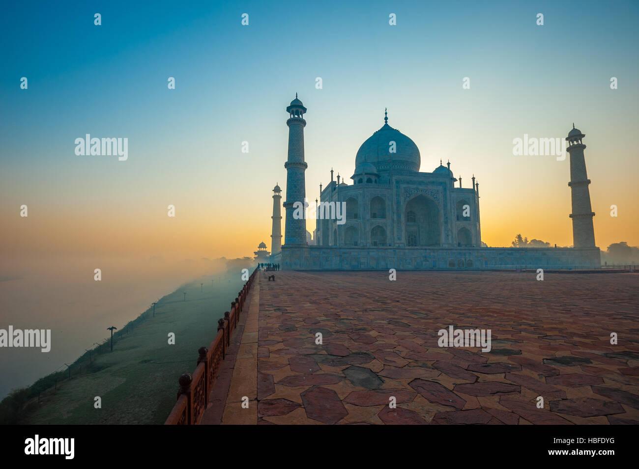 Al amanecer, el Taj Mahal de Agra, India Imagen De Stock