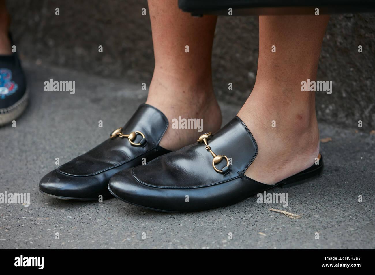 0870dab3a37 Hombre con Gucci Zapatos de cuero negro antes de Max Mara Fashion Show, la  Semana