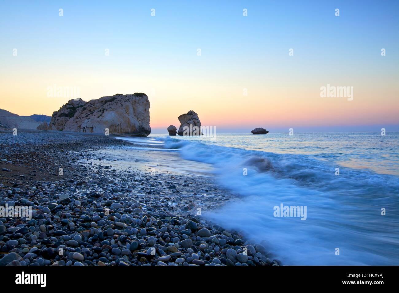 Aphrodites Rock, en Paphos, Chipre, Mediterráneo Oriental Foto de stock