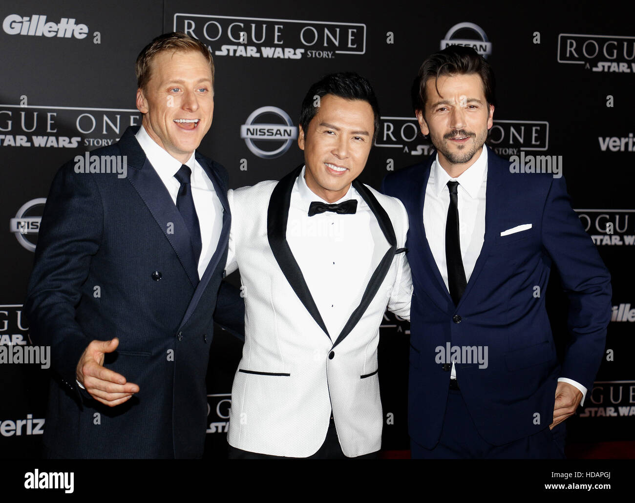 "Hollywood, California, USA. 10 dic, 2016. Alan Tudyk, Donnie Yen y Diego Luna en el estreno mundial de ""Rogue: Imagen De Stock"