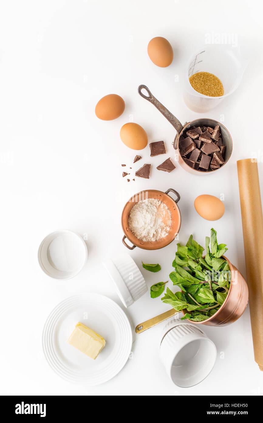 Huevo de chocolate mantequilla azúcar harina de hojas de hierba de menta Imagen De Stock